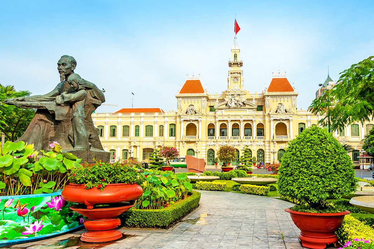 22 day Grand Vietnam tour with flights