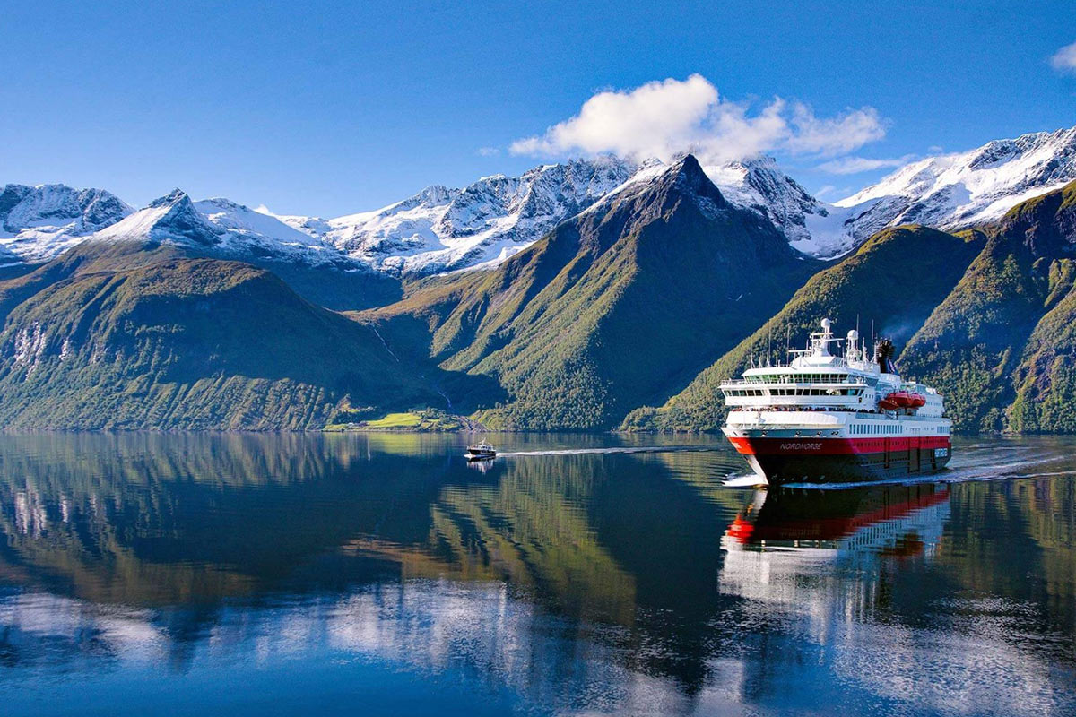 16 day Majestic Norway tour with Arctic Expedition cruise and flights