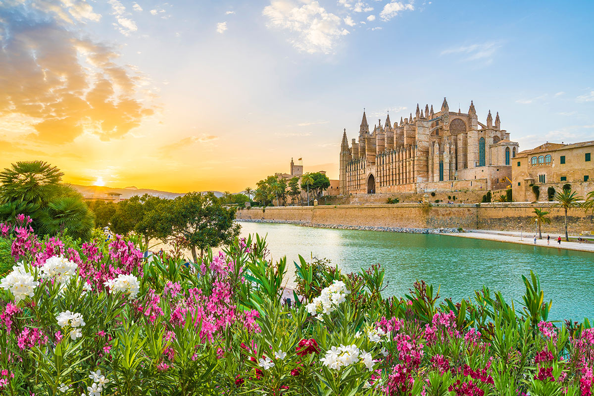 18 day Highlights of Spain tour with deluxe France and Italy cruise and flights